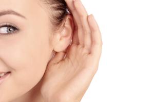 listening beda dengan hearing